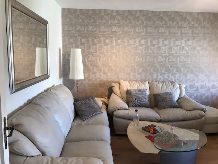 Moderne & gemütliche Wohnung /Zentrum Nähe Badesee