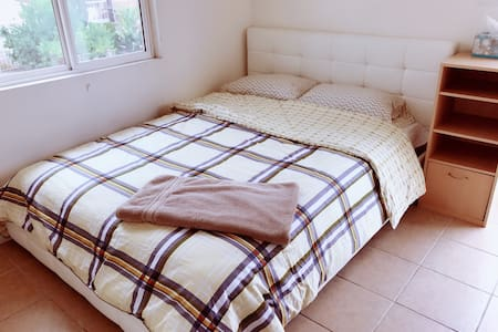 No.10Queen size clean room 独立出入大床房 - Rowland Heights - Haus