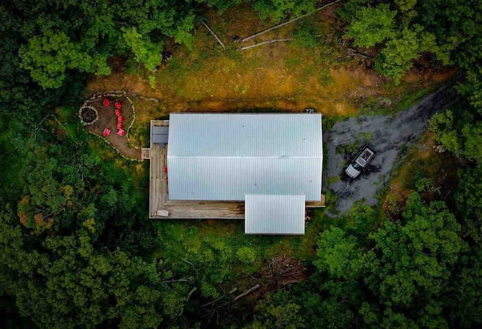Lost River Bunkhouse Barn, dog-friendly + hot tub