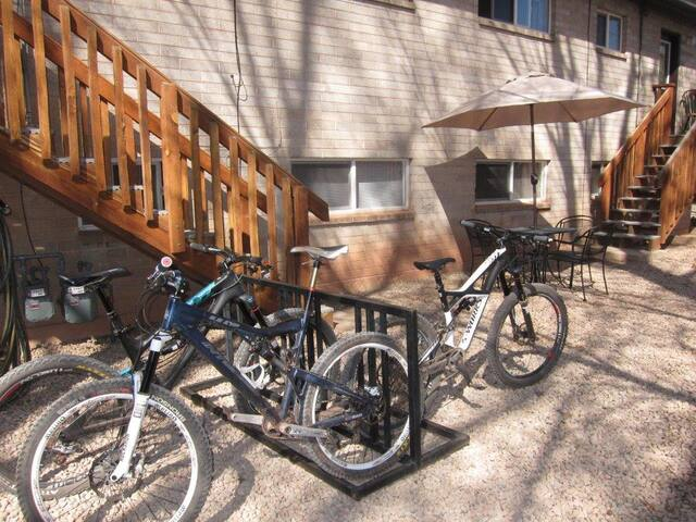 Escape the Heat to this True Downtown Moab Gem. - Purple Sage Flats #8