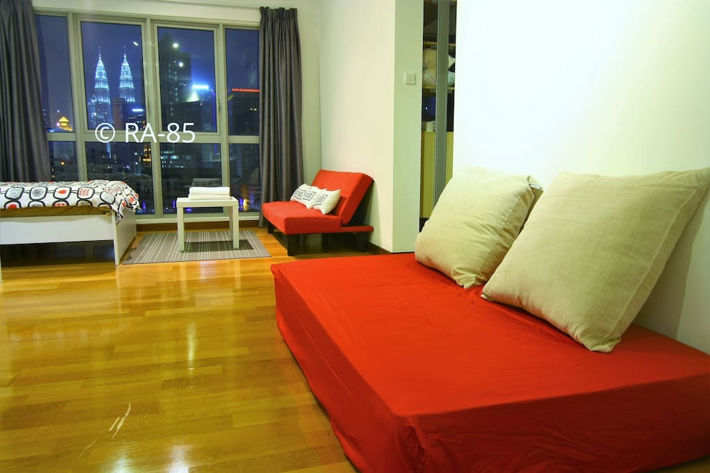 Cozy studio with kl city view regalia residence serviced apartments for rent in kuala lumpur for Sofa bed kuala lumpur
