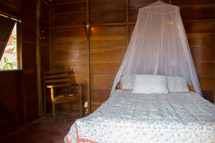 Rancho Surfer, queen bed