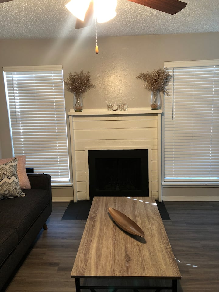 Cute and Comfy Chic Pad in River Legacy