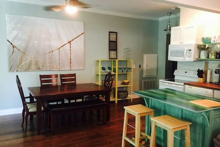 Waterfront Artists Studio Apartment in Tega Cay