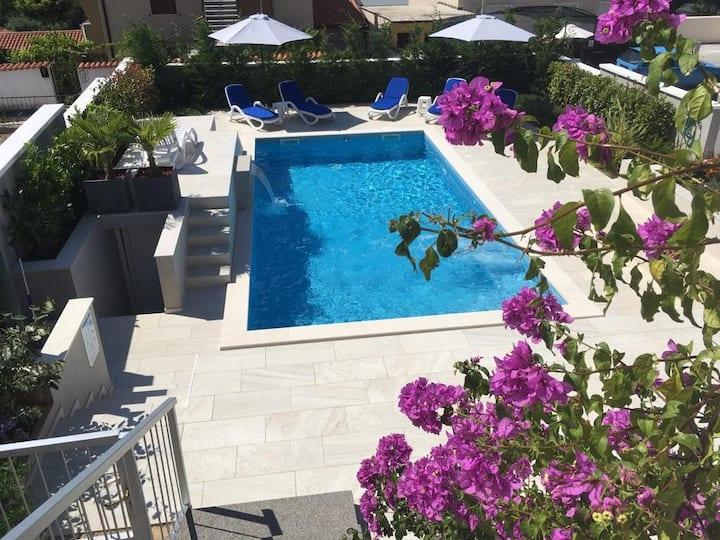 Apartment with pool, Villa Regina
