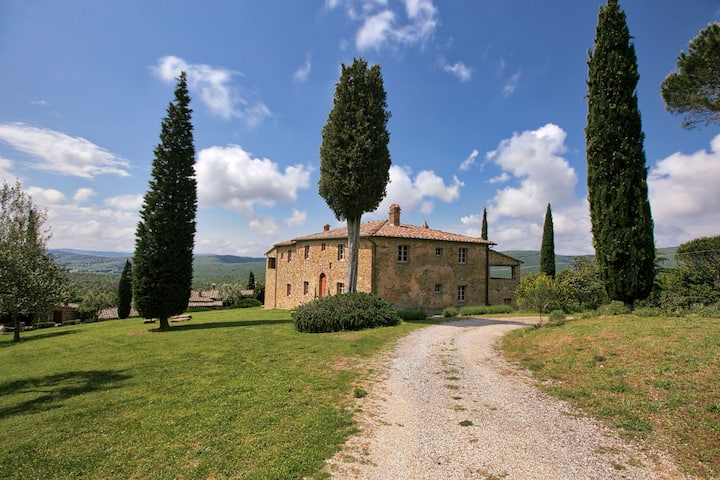 Majestic Farmhouse in Lucignano with Swimming Pool