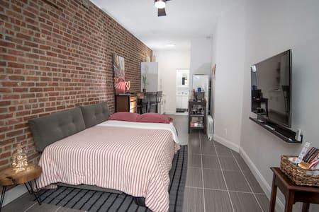 Brooklyn Studio; Williamsburg to Manhattan - 10min