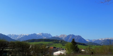 Meghívó retro lakás kilátással a hegyekre