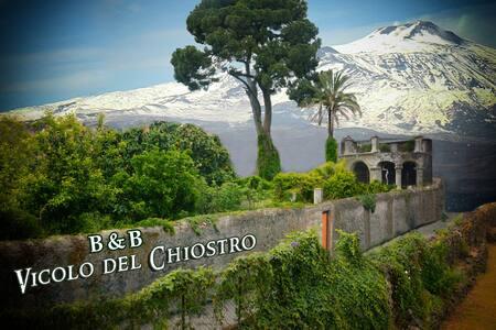 B&BVicolodelchiostro guests house-centro-mare-etna - Aci Sant'Antonio