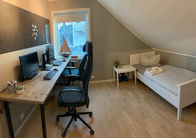 Soverom 3 /Kontor - 2. etasje /  bedroom 3 /office 2. floor