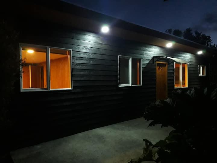 Cabin to 4 Guests, nice Garden, strategic Location