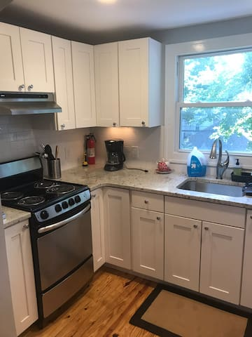 3 Blocks to Downtown! Updated flat w/Washer&Dryer