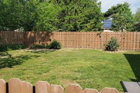 Beautiful 2BR Renovated Dog Friendly - Fenced Yard