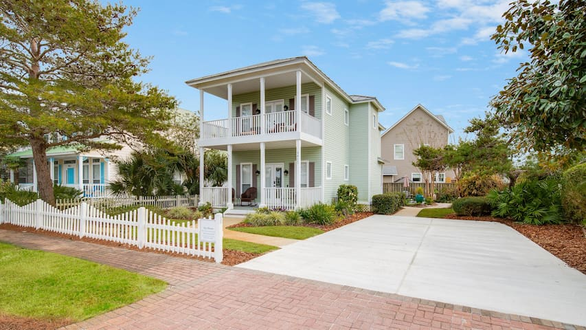 20% OFF Jan. 1 - March 6 2020! Close to Pool ~ Large Driveway ~ Walk to Beach