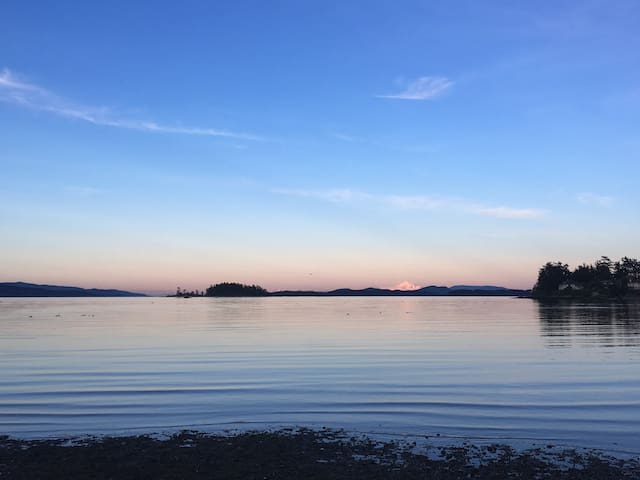 Roberts bay beach - 2min walk from the house