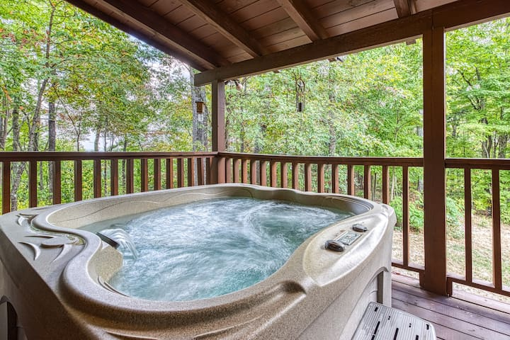 Beautiful, dog-friendly, mountain cabin w/ a private hot tub, pool table, & deck