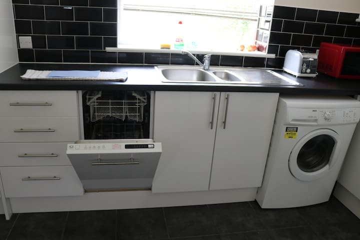 KItchen Dishwasher and Washing Machine