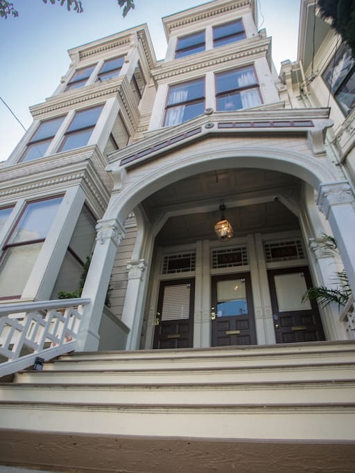 Come and stay in this traditional San Francisco Home built in 1896.