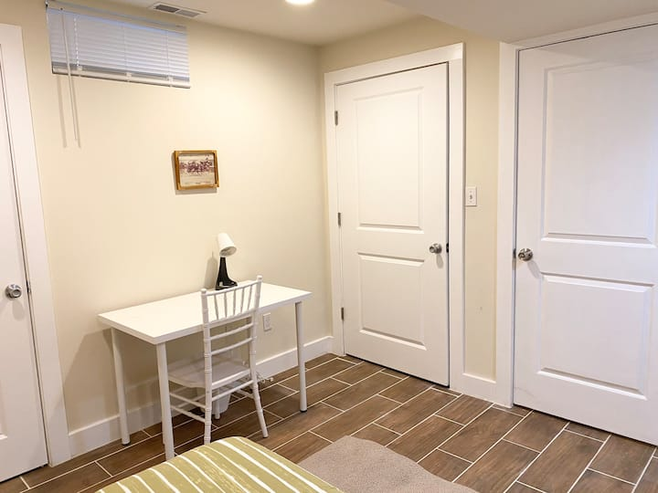 Cozy room w/ walking distance to all in Univ City