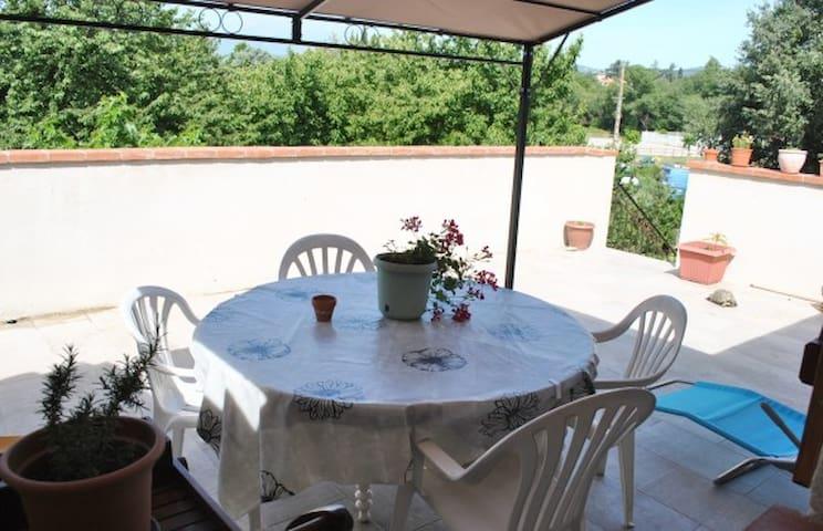 Appartement avec terrasse.