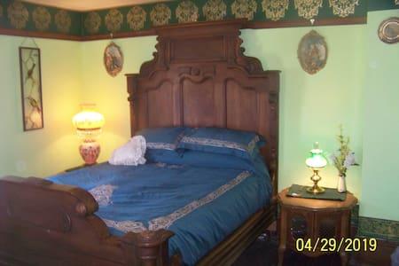 Historic Victorian Home, Queen Ann Room