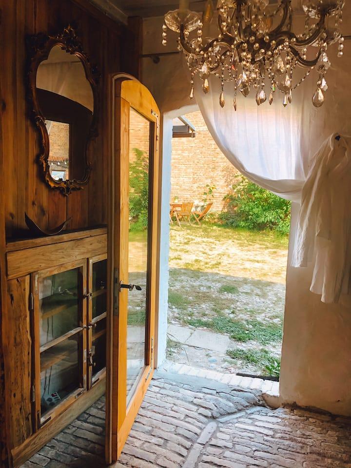 rustikales Zimmer auf einer alten Hofstelle