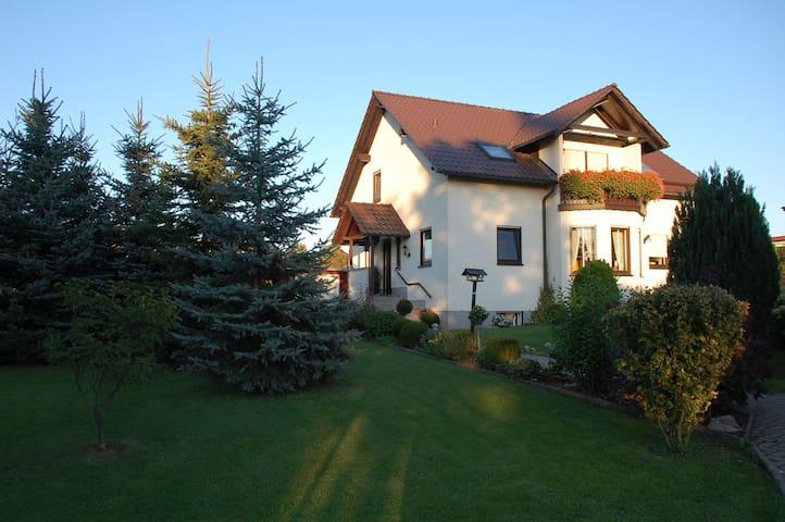 Ferienwohnung im Zwei-Familien-Haus - Hohenstein-Ernstthal - Appartement