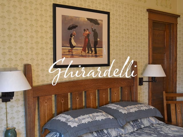 Ghirardelli Suite, Cocoa Cottage Bed and Breakfast
