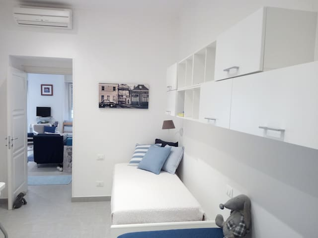 the twin bedroom are convertible in three place ( a double bed + single )