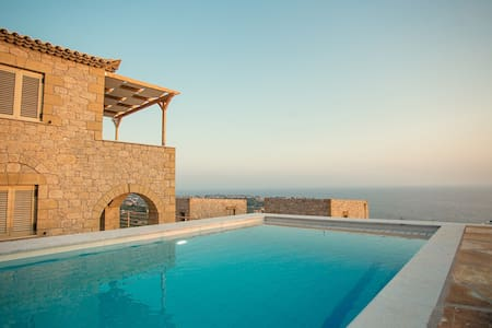Tseralia Houses 2- private pool - Stoupa