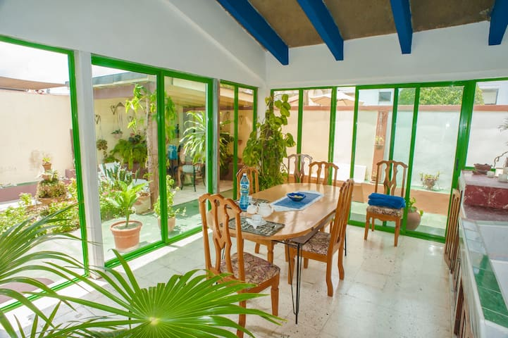 *Spacious Private Studio 50 meters from the beach*