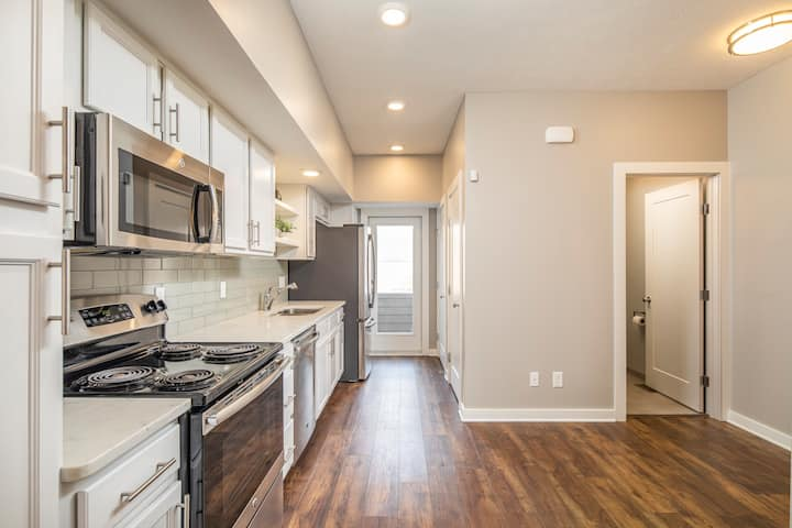 The Milton Downtown Townhome 30+ Days (Unit 7)!