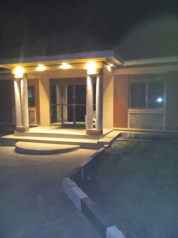 2 bedrooms, 2 bathrooms in Munyonyo - Kampala - Huis