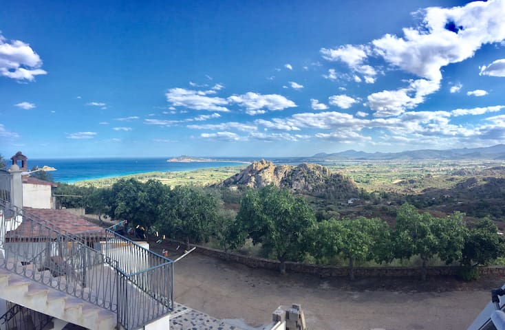 Appartamento Surrele con vista su mare e montagne