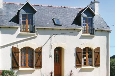 3 Bedrooms Home in Pleubian - House