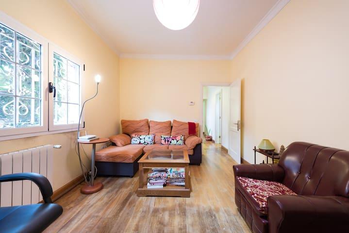 Habitación en casa Rural con jardín