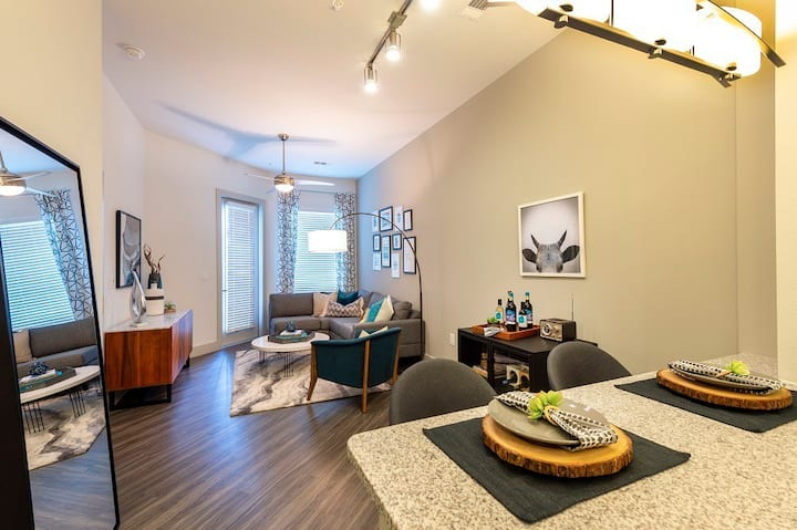 Upscale, clean apartment | 1BR in Houston