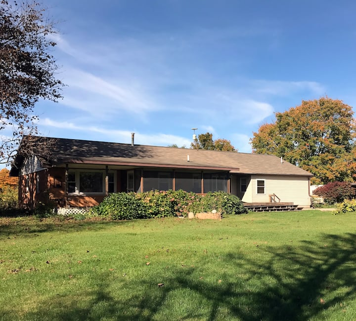 Retreat Between South Haven & Saugatuck - 3br/3ba