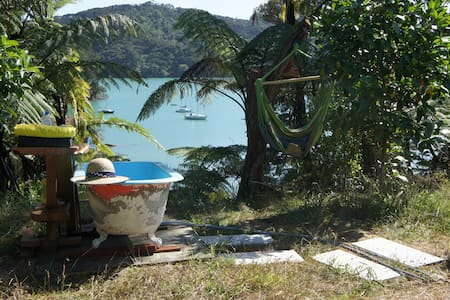 GlamBach Overlooking Harbour - the WOW factor! - Whangaroa - Kulübe