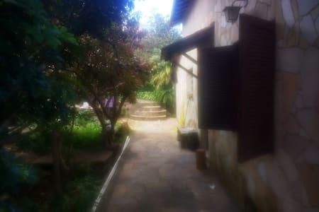 Casa dos gnomos, São Thomé das letras