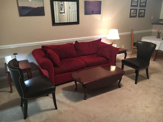 Entire Clayton Townhouse Fully Furnished