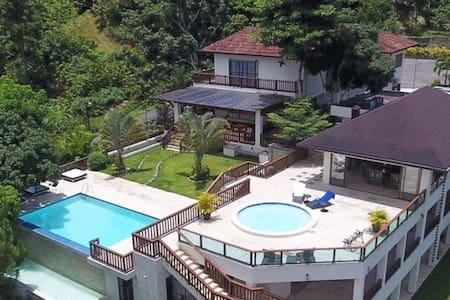 Villas Nelcafi