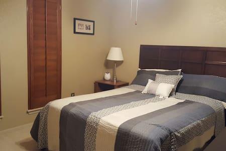 Cozy room near Lake Hefner and Bluff Creek Park - Huis