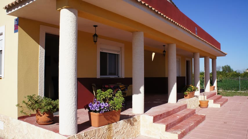Lovingly furnished family house in Spain