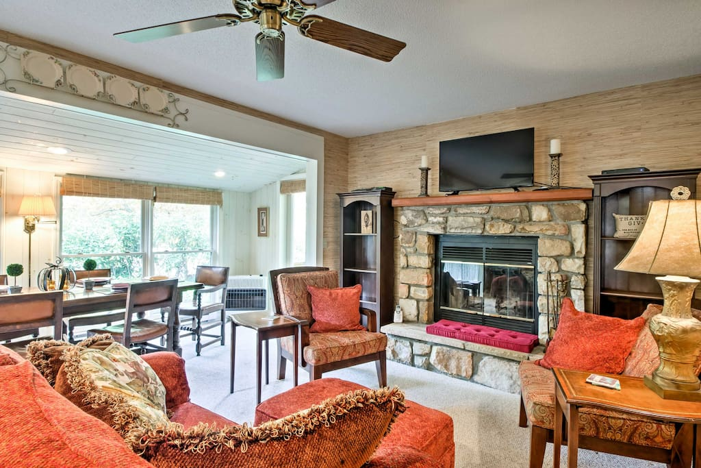 This 1,620-square-foot home features warm and welcoming decor and sleeps 10 guests, perfect for a peaceful retreat with groups of family and friends.
