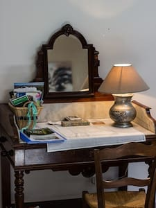 Chambre spacieuse dans un cadre calme et verdoyant - Laparrouquial