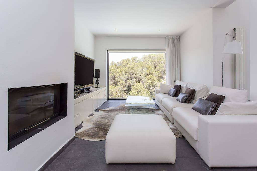 Luxury minimalist house near sitges and barcelona villas for Minimalist house spain