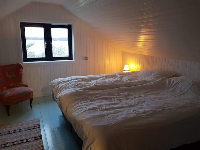 "Bedroom ""Jon"""