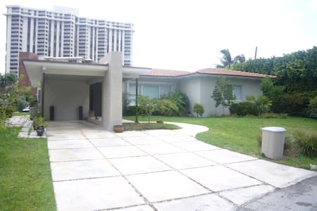 Villa Miami - Miami Shores, Florida, US - House