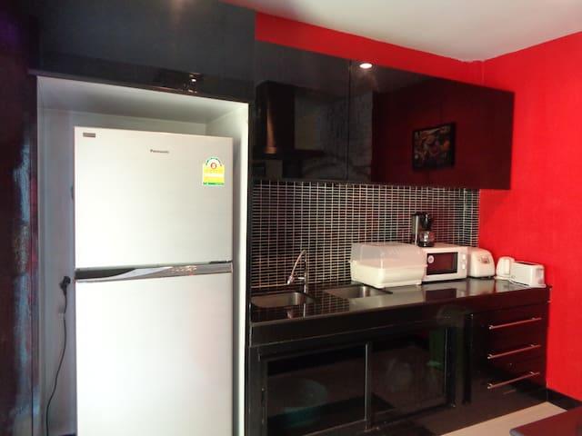 Fridge/Freezer, Microwave, Rice Cooker, Coffee Machine, Toaster